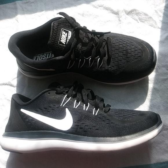 Nike Flex 2017 RN Women s Running Shoes. M 5ab12c17c9fcdfd21f028b85 523eac66c